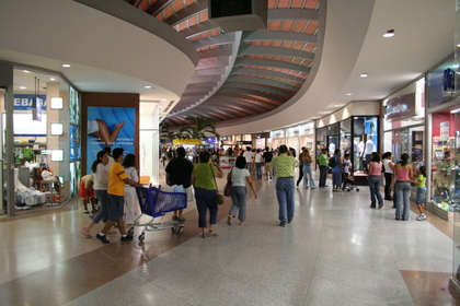 Interior de um dos shoppings