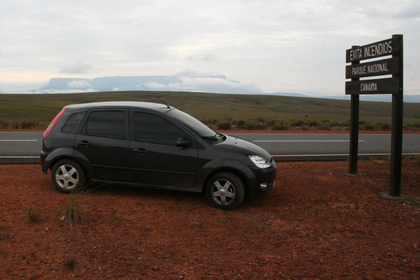 Quase na fronteira - ao fundo, Monte Roraima